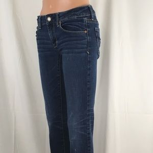 Amer Eagle Super Stretch Skinny Distressed size 6
